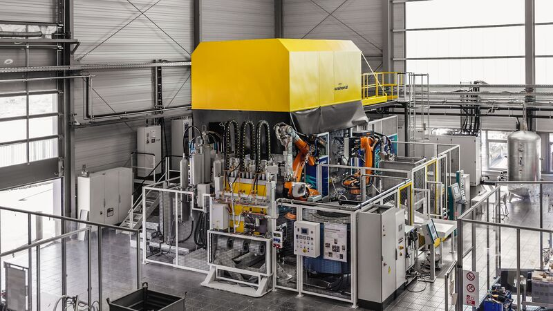 Carat 140 cell with yellow hood at the University of Kassel.