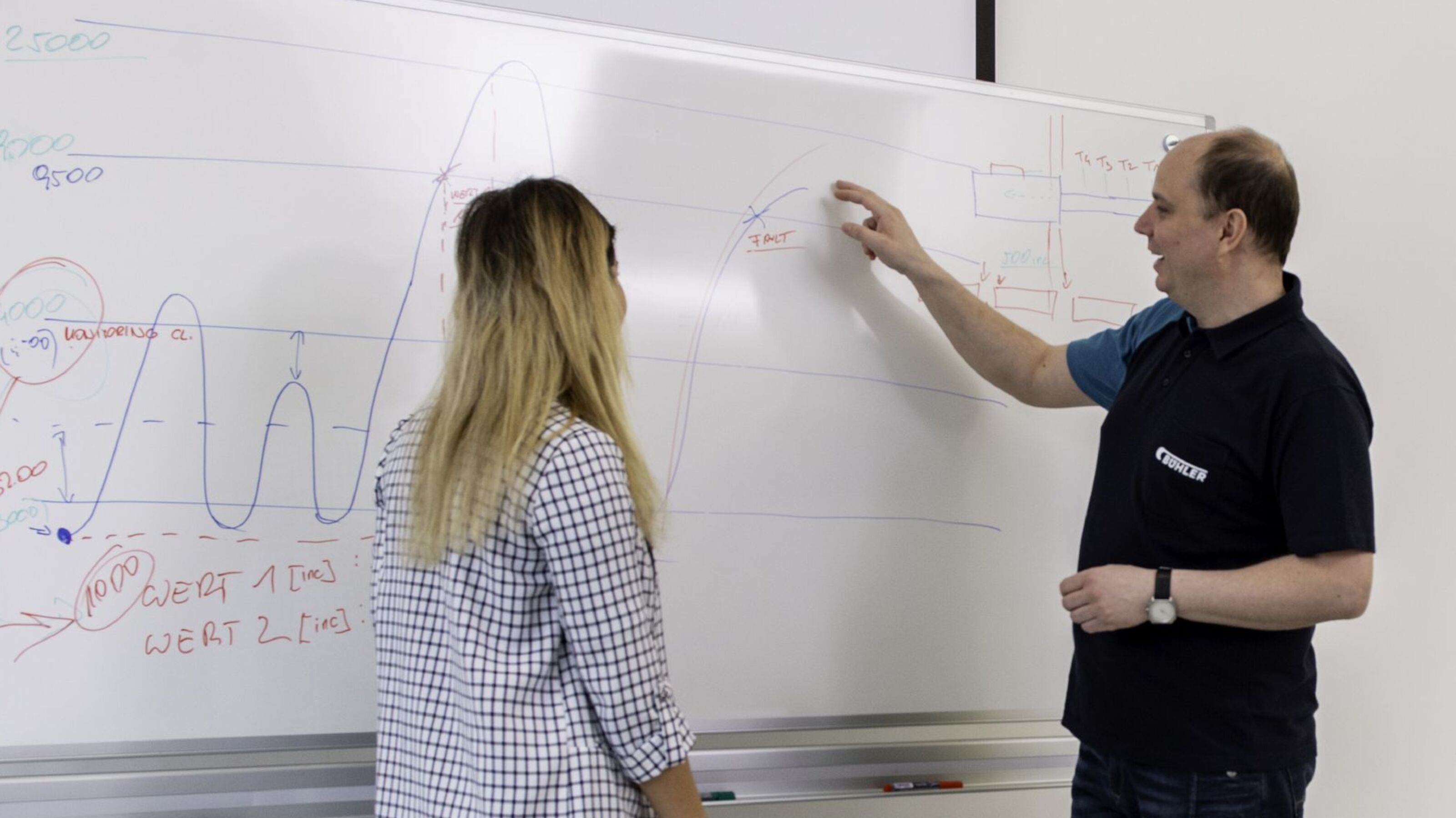 Bühler trainer teaching a customer in a well-equipped classroom.